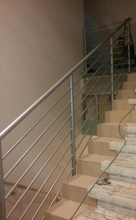Wykonanie i montaż balustrad wewnętrznych w hotelu.