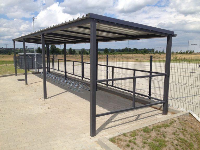 Wykonanie i montaż wiaty dla rowerów na nowym obiekcie produkcyjnym.