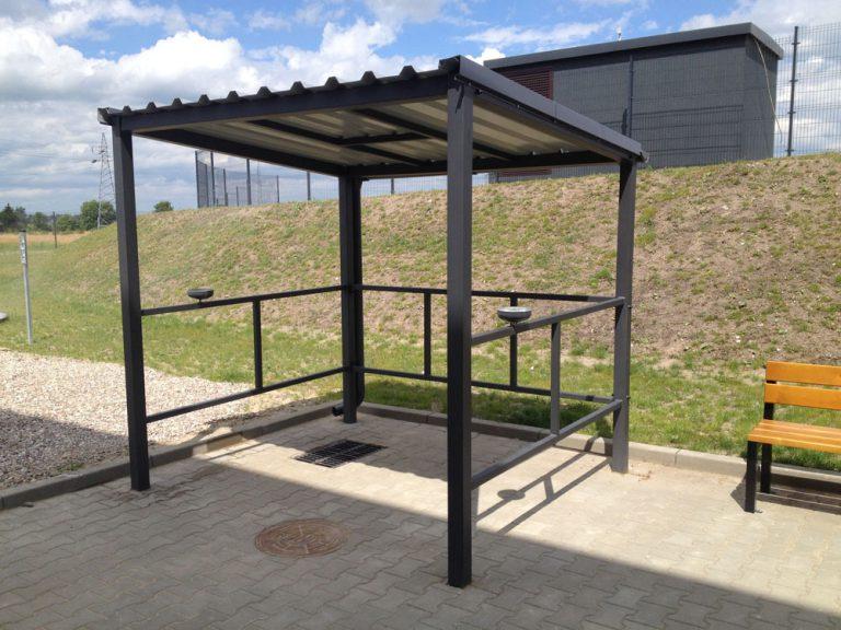 Wykonanie i montaż wiaty dla palaczy na nowym obiekcie produkcyjnym.