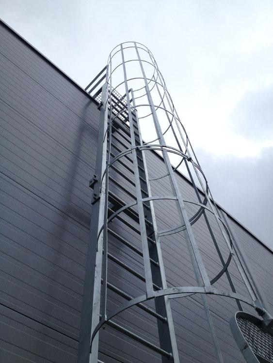 Wykonanie konstrukcji stalowej ocynkowanej – drabina.