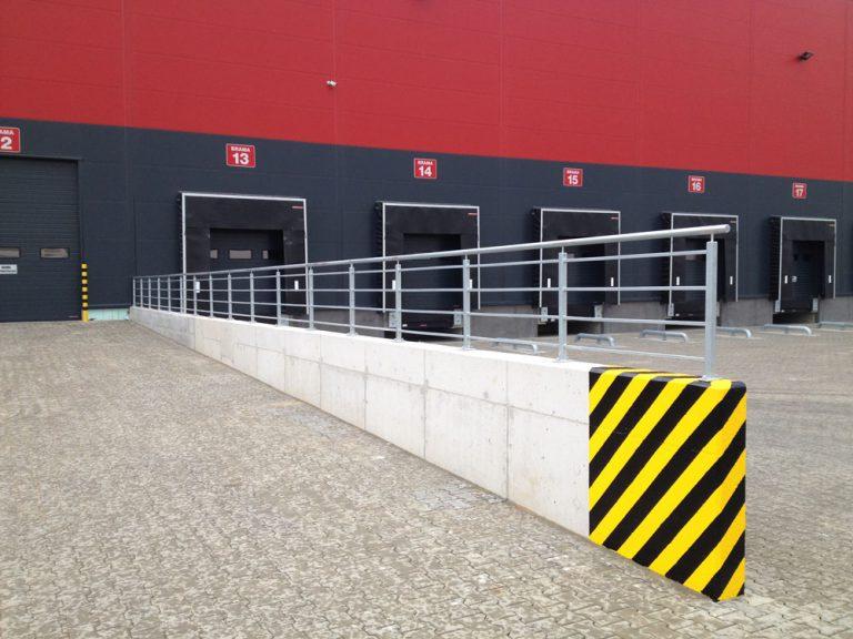Wykonanie i montaż balustrad na murkach oporowych