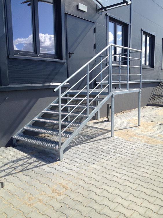 Wykonanie schodów wejściowych dla centrum logistycznego.