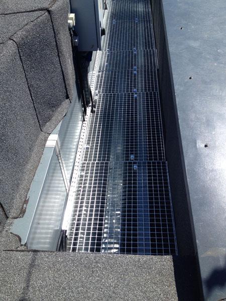 Wykonanie i montaż konstrukcji stalowej ocynkowanej pomostu obsługowego dla budynku biurowego