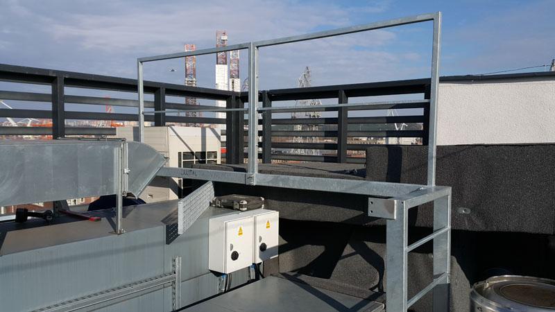 Wykonanie podestów nad kanałami wentylacyjnymi i dodatkowych krat pomostowych przy podestach na dachu budynku