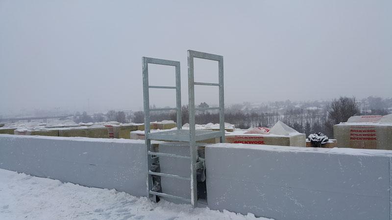 Konstrukcja przejścia(mostku) na dachu obiektu logistycznego