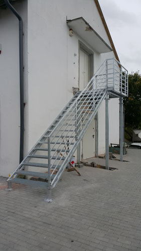 Wykonanie i montaż schodów stalowych ocynkowanych dla magazynu