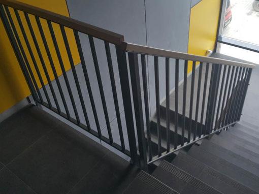 Balustrada na klatce schodowej – hala produkcyjna